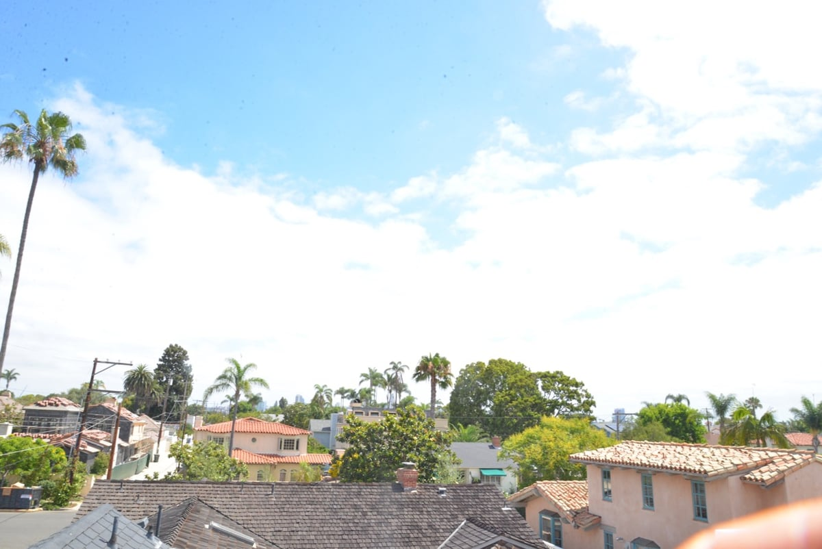 3 Blocks from Beach/ roof top views