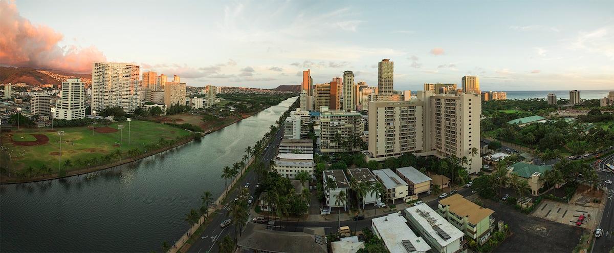 Beautiful 17th-Floor Waikiki Condo