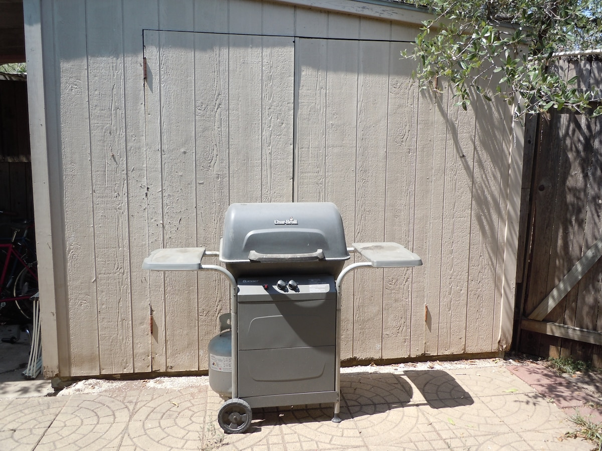 There is a gas grill available on the back patio.