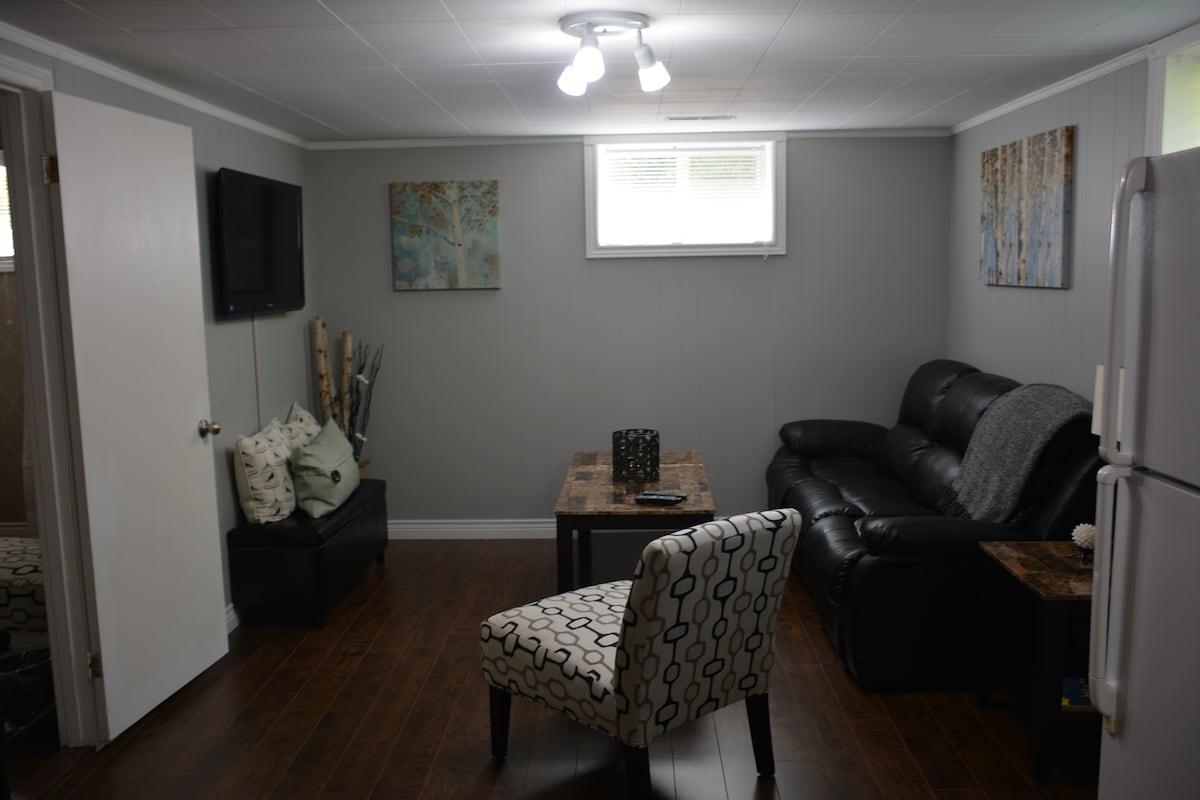 Beautiful, Bright Fully Furnished!