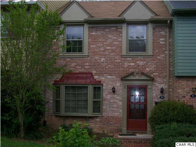 Large Townhouse with Great Location
