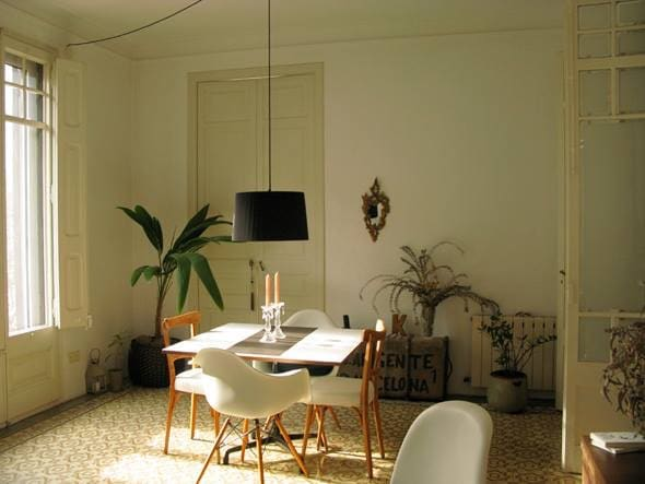 Nice room in astylish Eixample flat