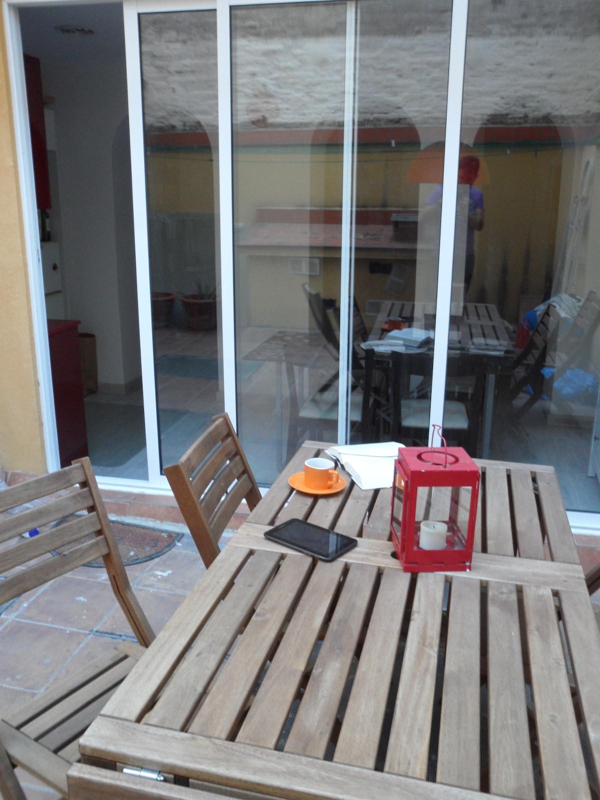 El patio, donde acabo de desayunar :)