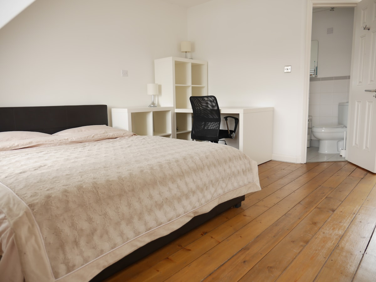 ENSUITE in the heart of Camden