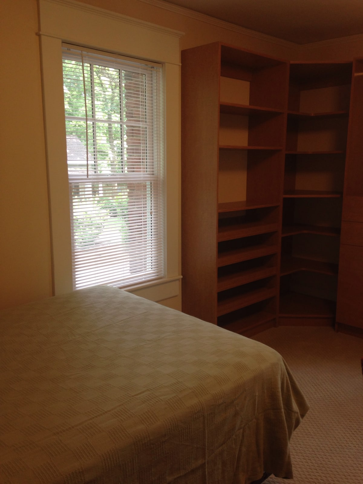 Single room 2 next to UNC, downtown