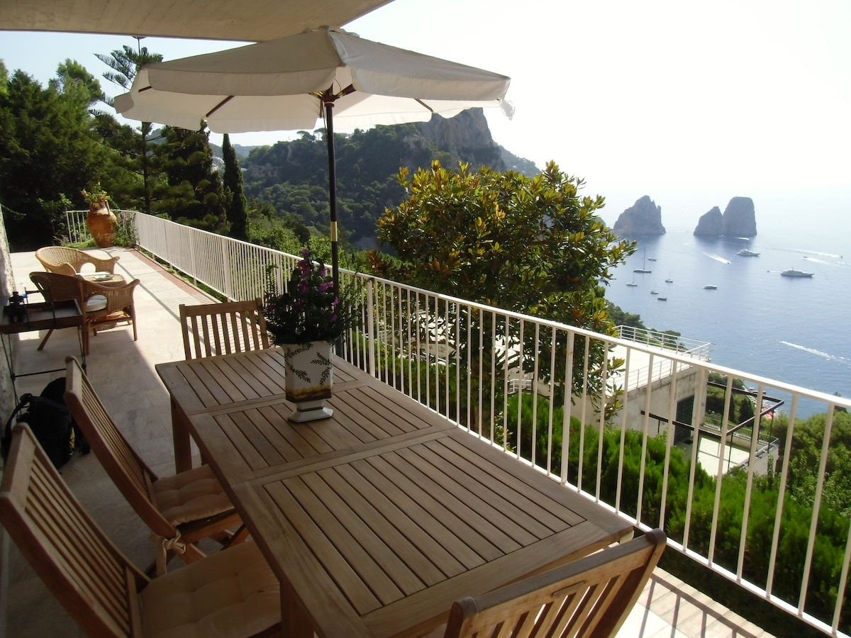 Capri Elegant Villa with sea view