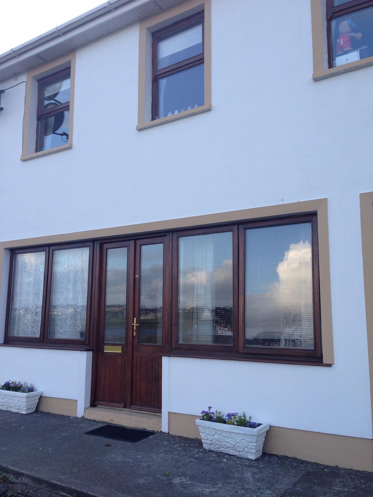3Bedroom Apt Overlooking Marina