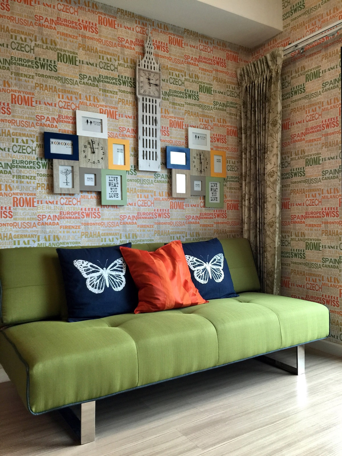 Colorful / Cozy 1BR 5 mins to MRT