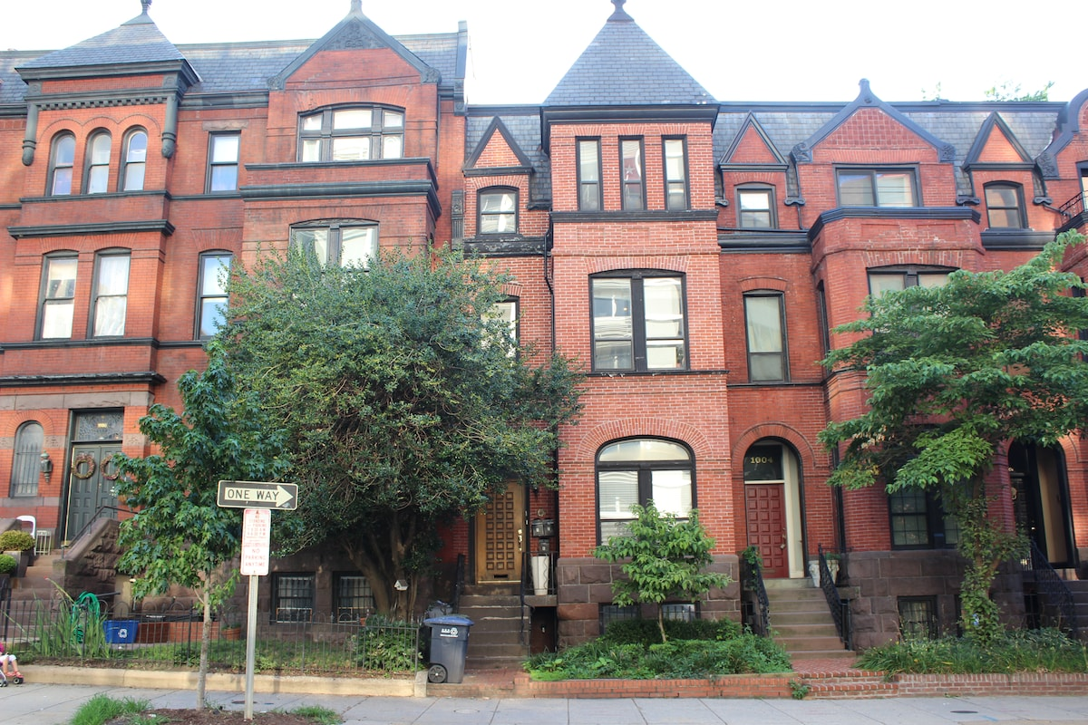 Charming 1BR Foggy Bottom Row House