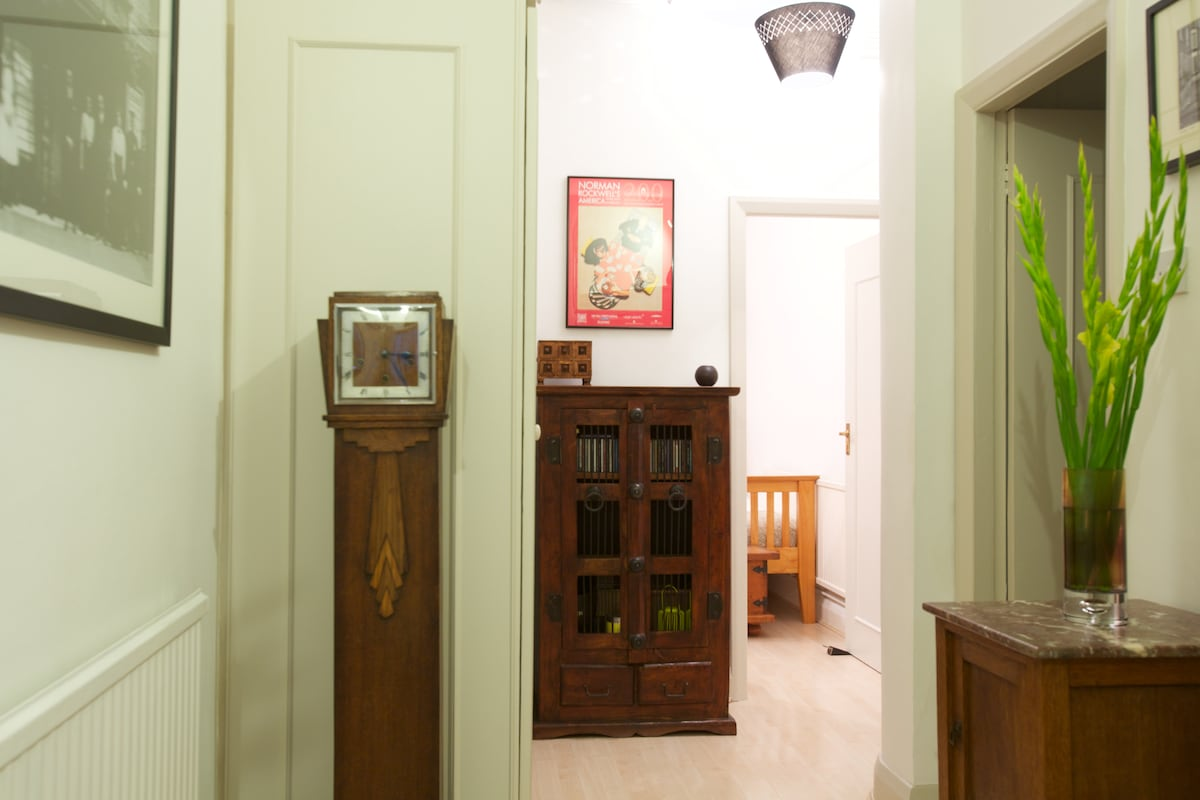 Hallway leading to bedroom (bathroom on right)