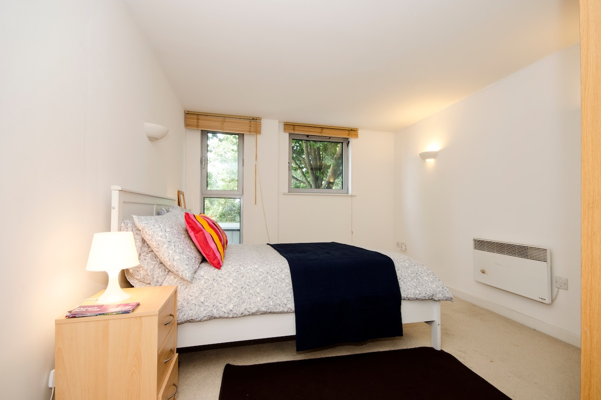 Huge 2 bed / 2 bath Central London