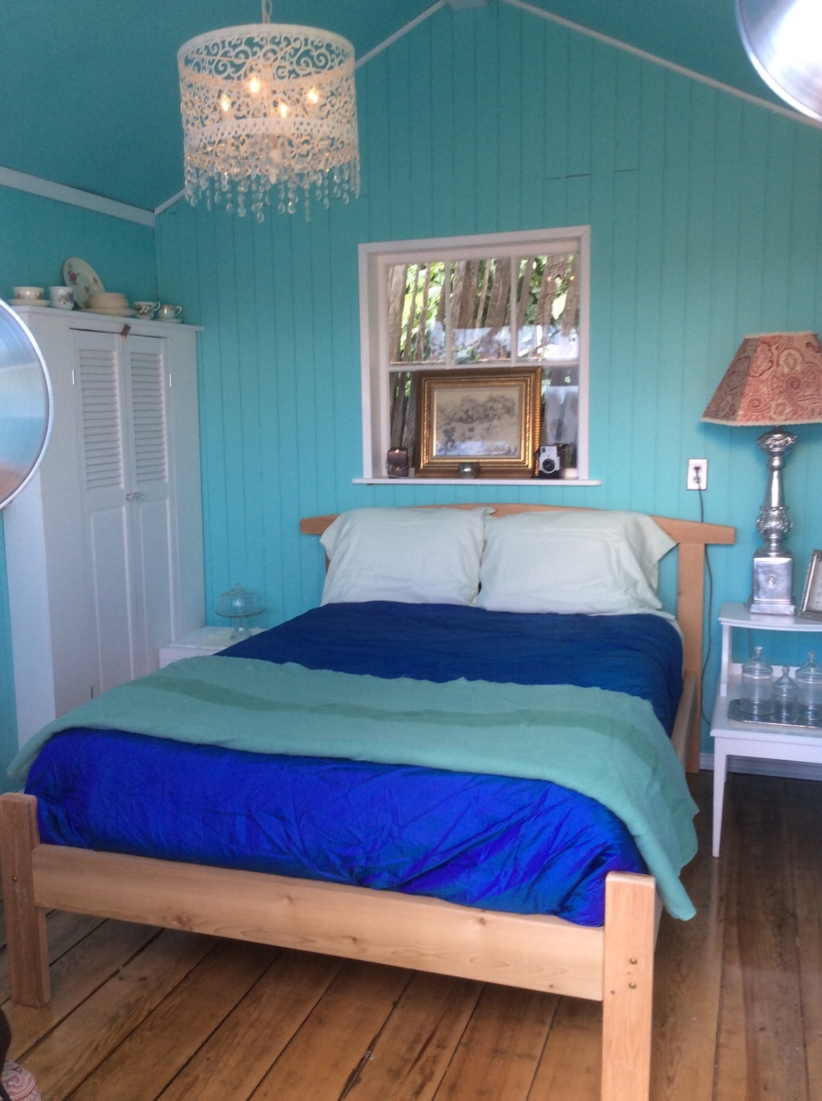 The Blue Box; unique bedroom cabin
