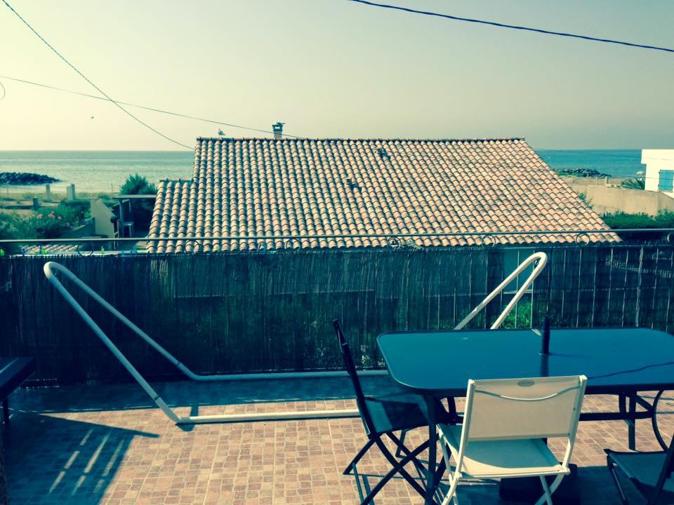 grande terrasse et plage à 100m