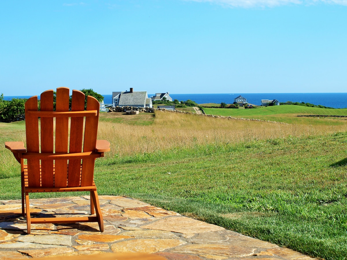 Hip Saltbox with Breathtaking Views