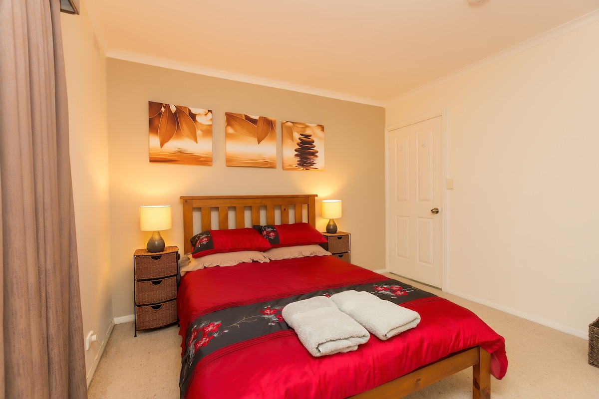 Cosy private room with double bed