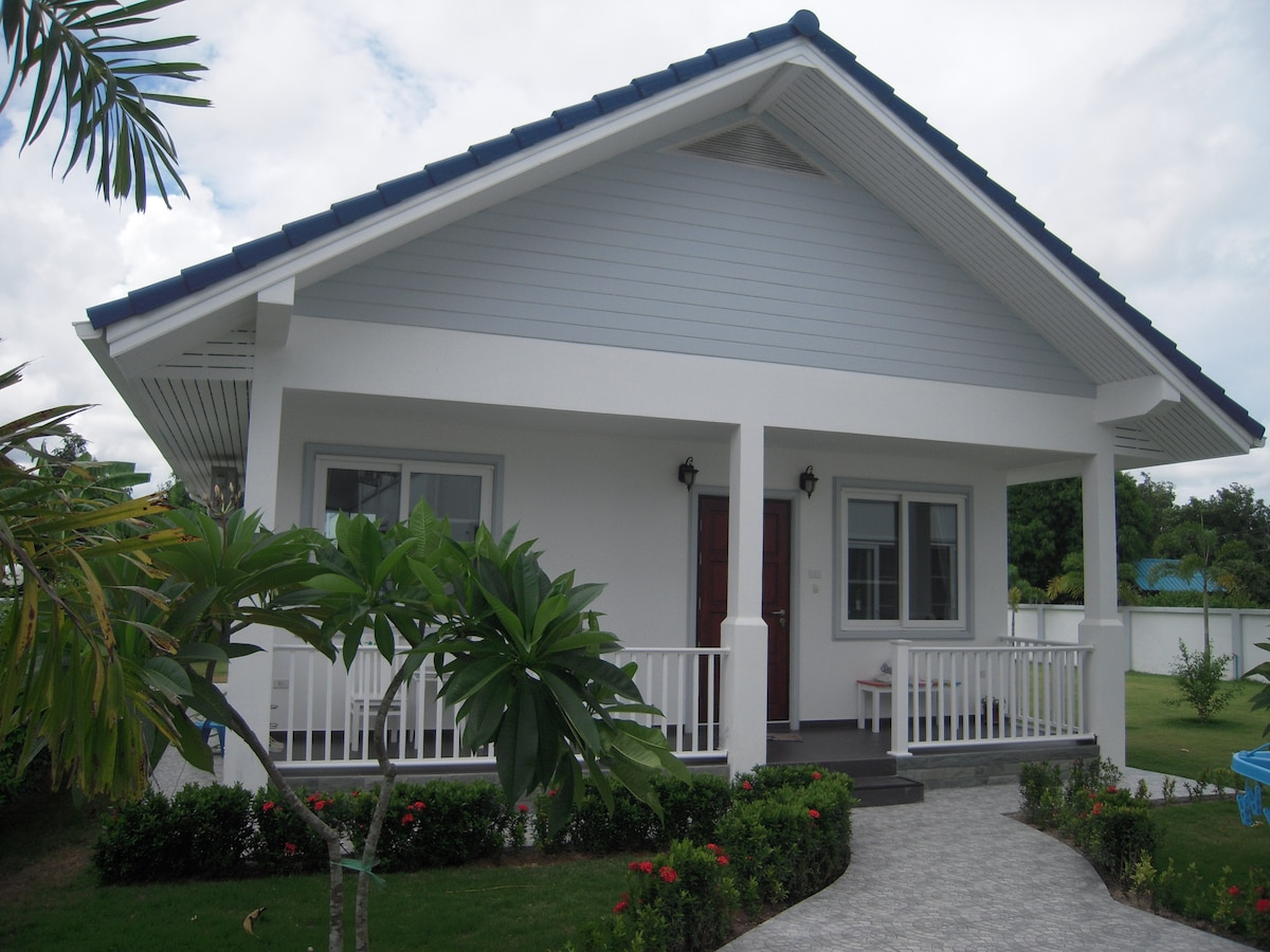 Nice bungalow, near at the beach