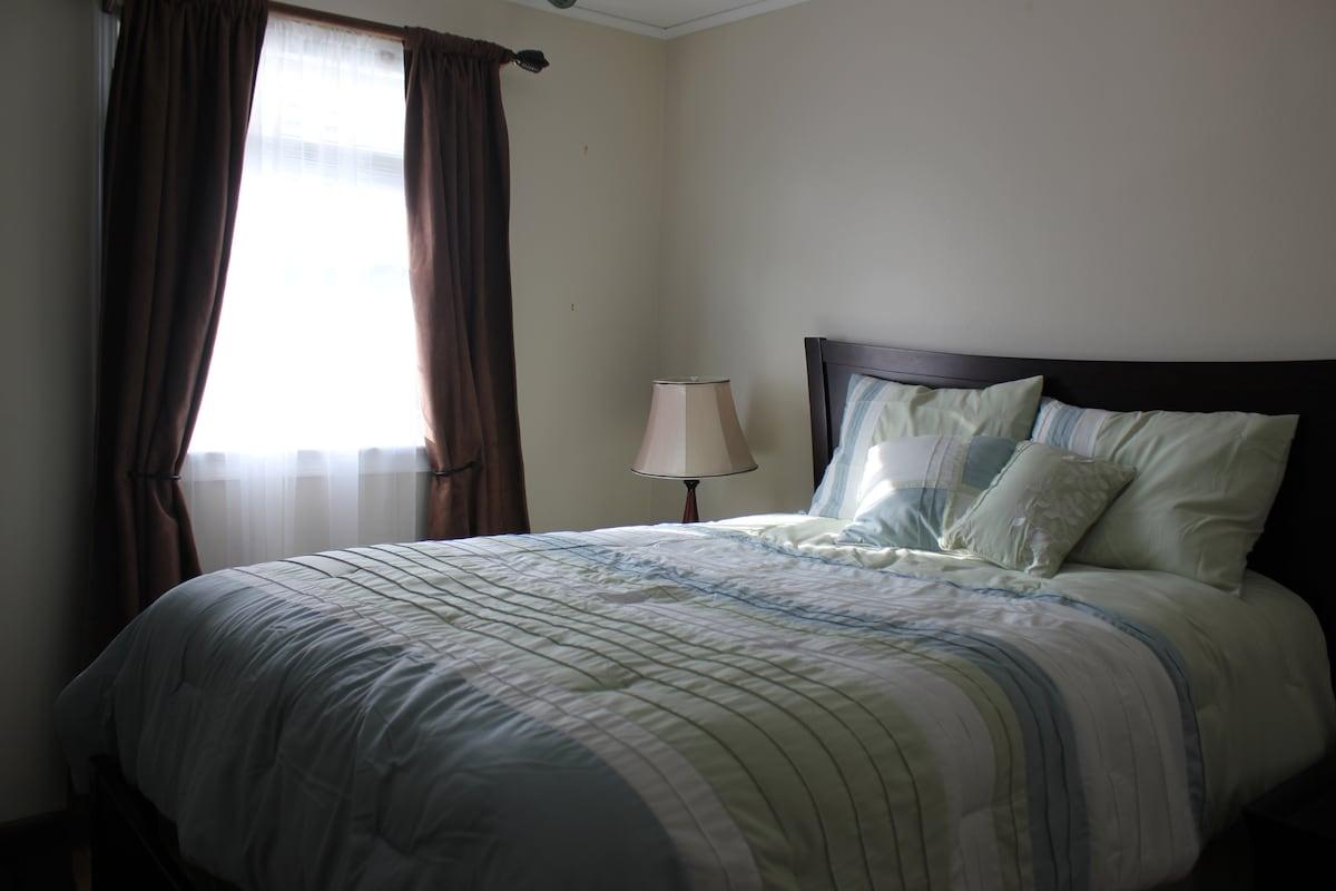 Private Sleeping Room in Cozy Condo