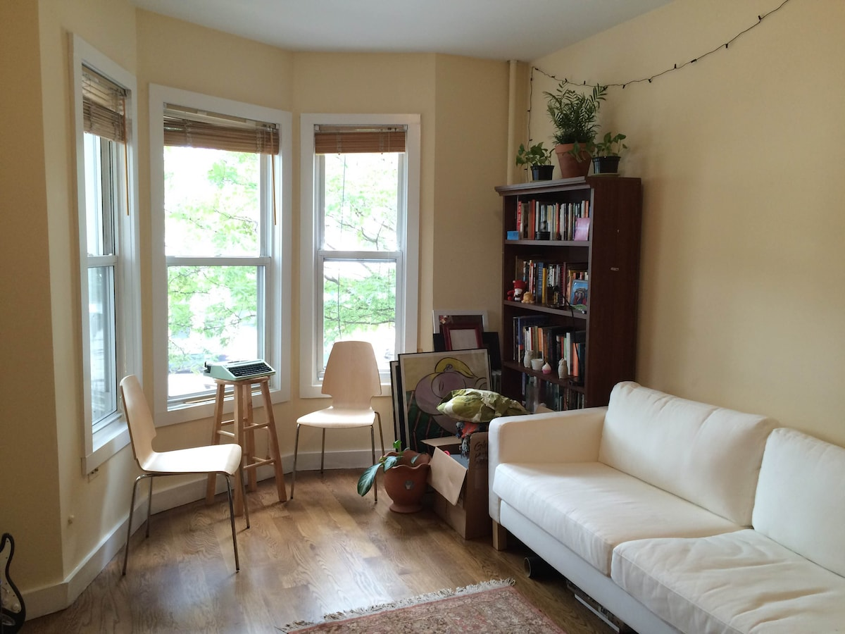Williamsburg 1-Bdrm Off McCarren Pk