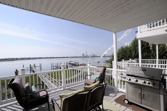 Bayfront Townhouse with dock