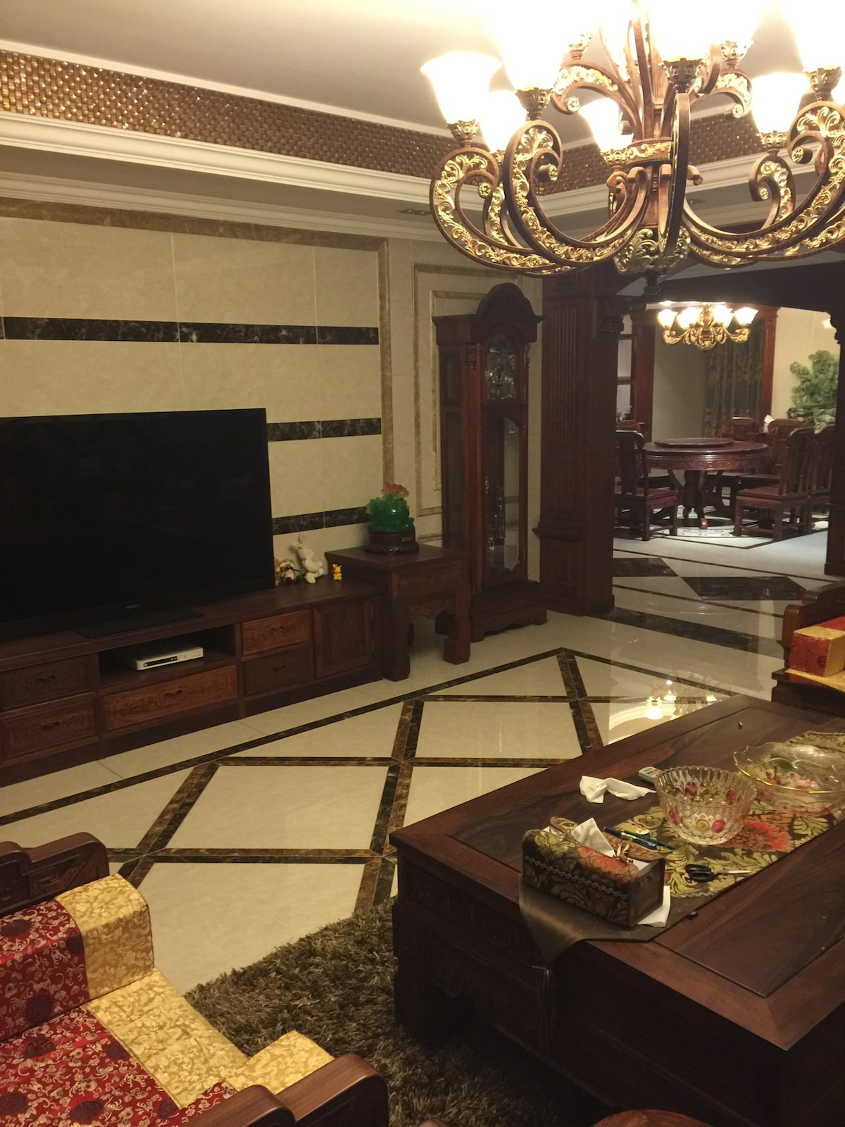 豪华装修,设施一应具全,拎包即入Luxury decoration