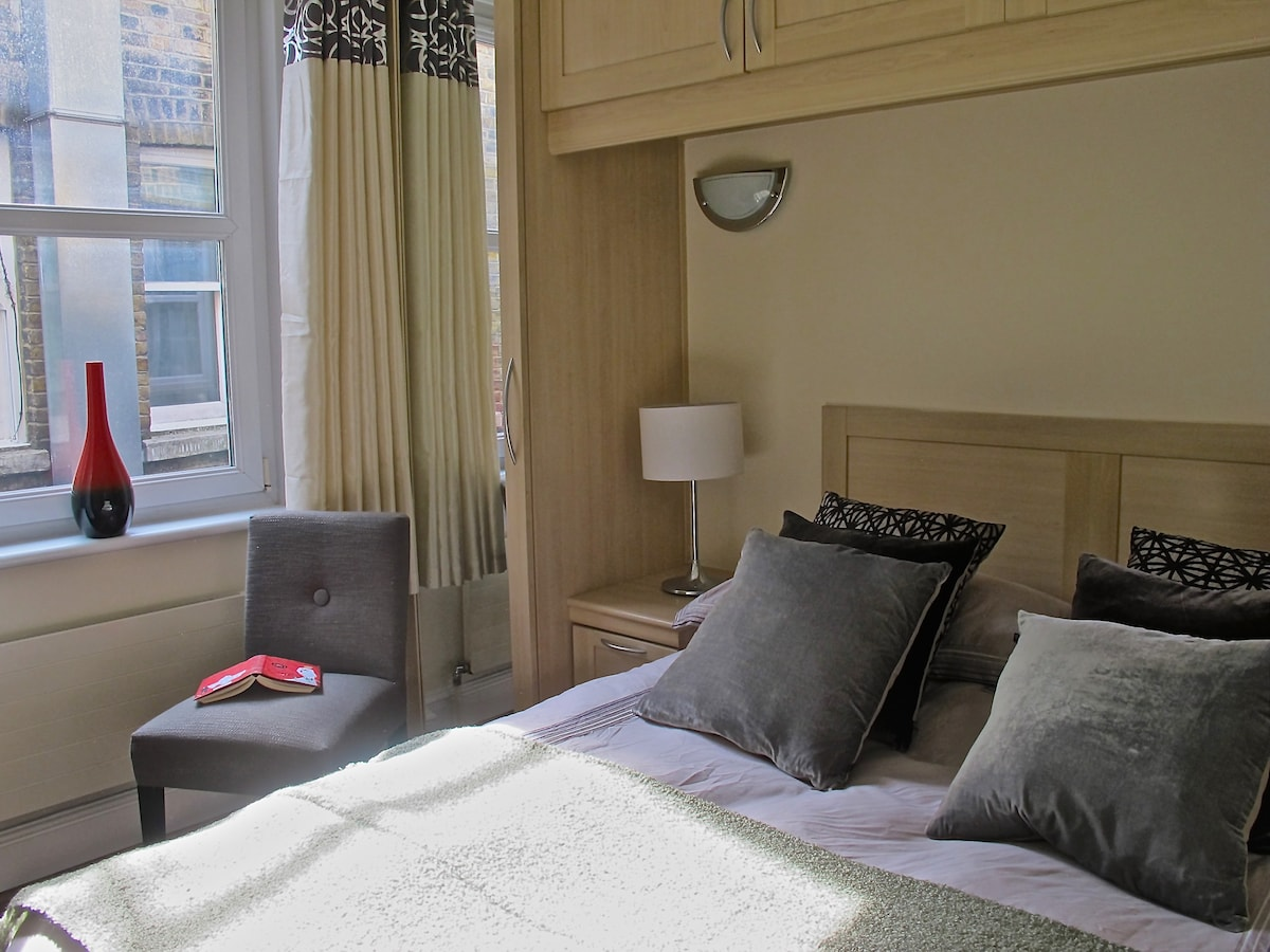 Extend Your London Fun in 1 Bed Apt