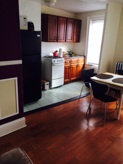 Sunny Room to Rent in Cool Astoria!