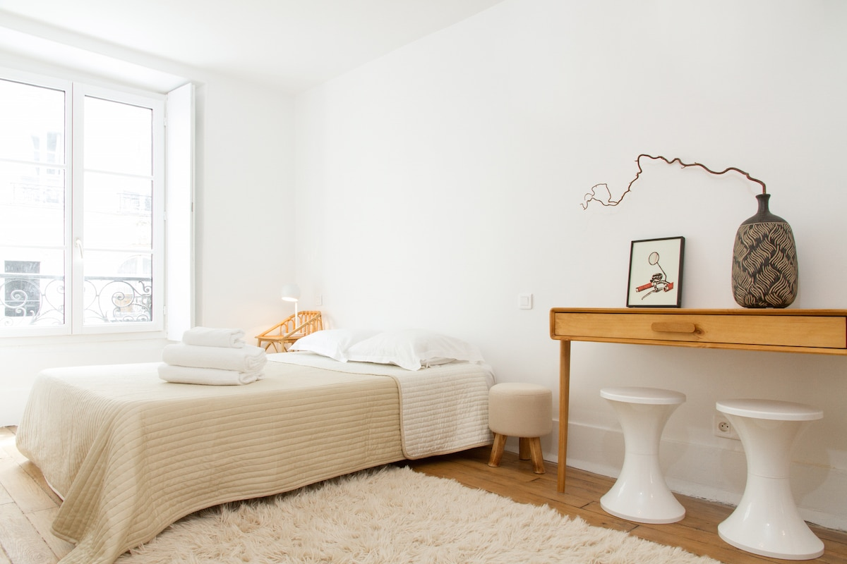 CHARMING 1 BR IN THE HEART OF PARIS