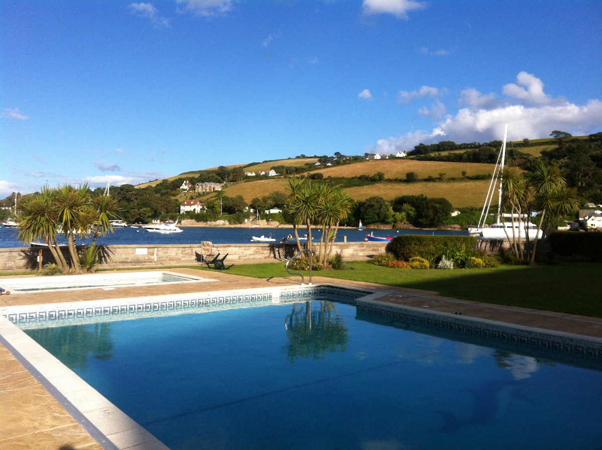 Waterfront apartment, The Salcombe
