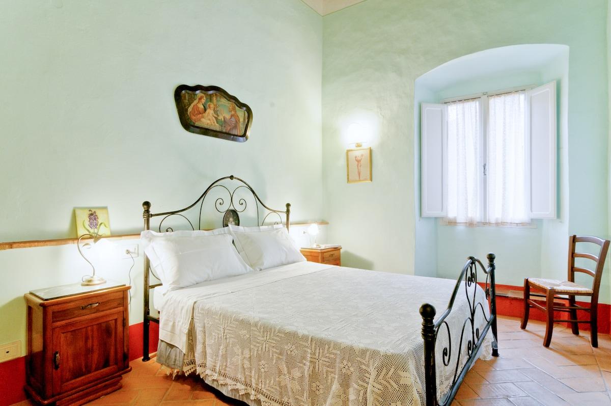 Cortona, Central Apartment for 2-5