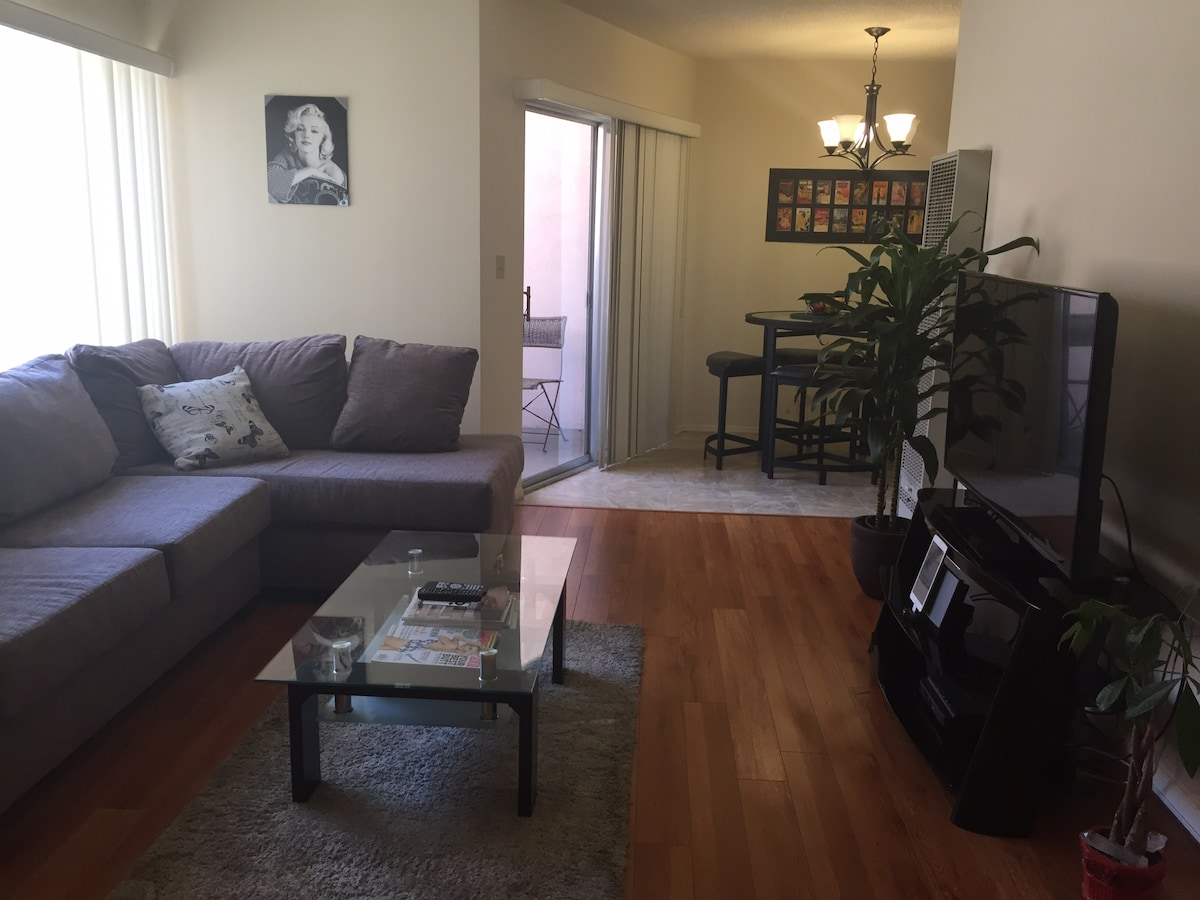 West Hollywood central apartment