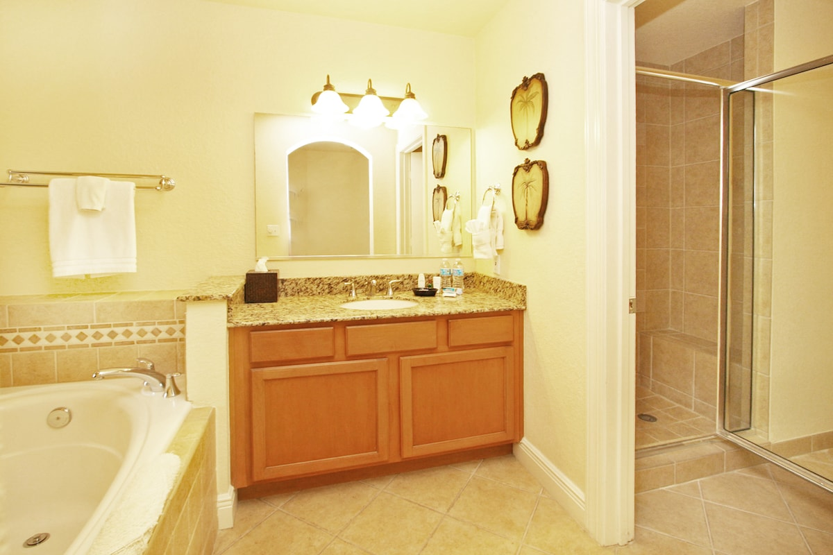 Luxe Jacuzzi King Suite private bath includes all toiletries.