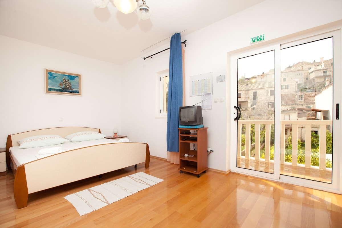 Studio Vinka -historic center Hvar