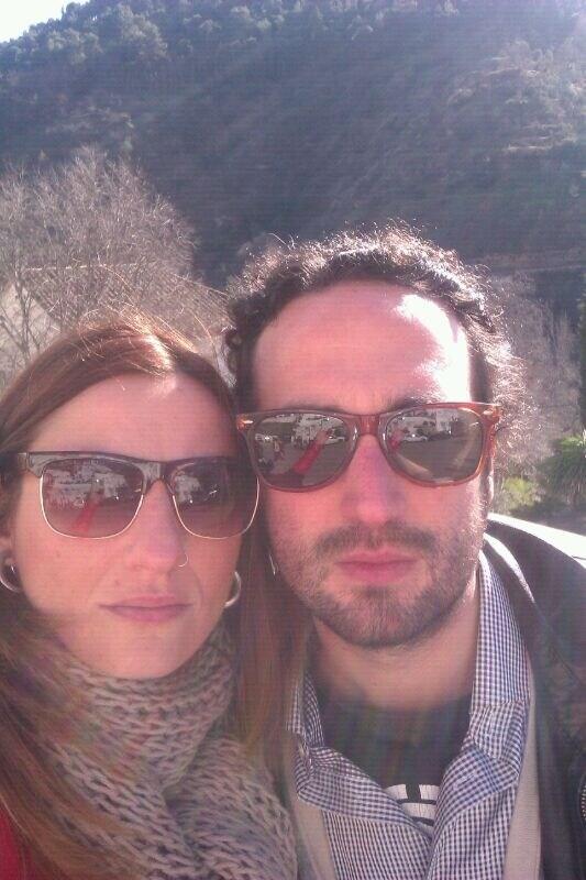 Somos una pareja de Granada, yo  estudio mi segund