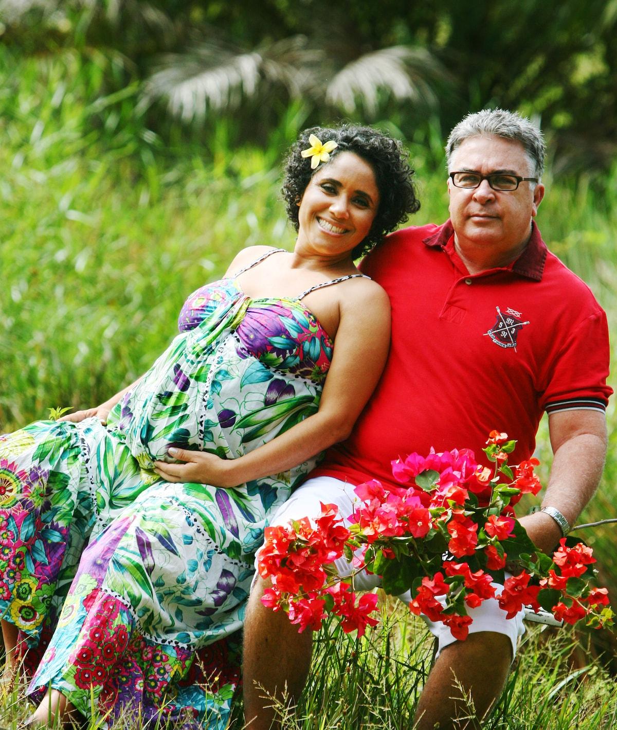 Roland e Débora são casados desde 2002, possuem um