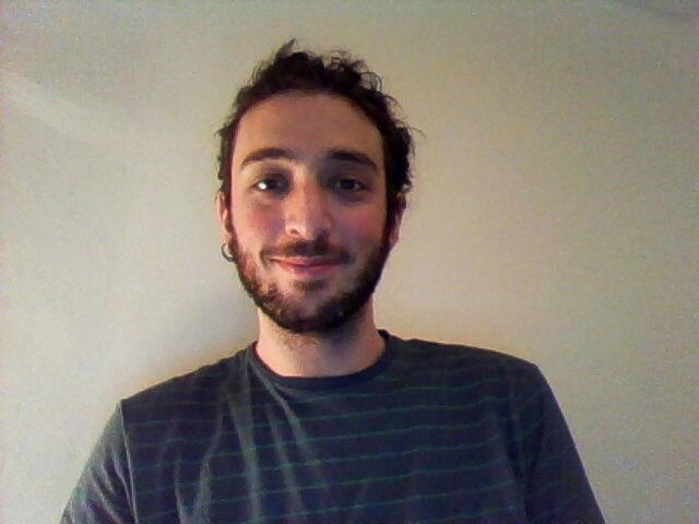 Ho 27 anni, studio e lavoro a Firenze. Sono sociev