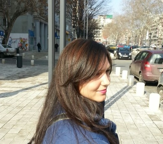 Hi, I am Roxana. 