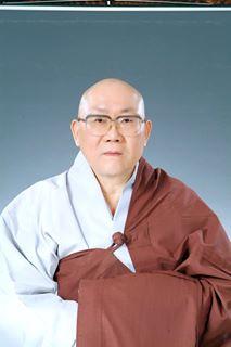 나는 한국의 불교 스님입니다 한국전통 다도의 성지인 초의선사에 살고 있습니다. 참선과 기도