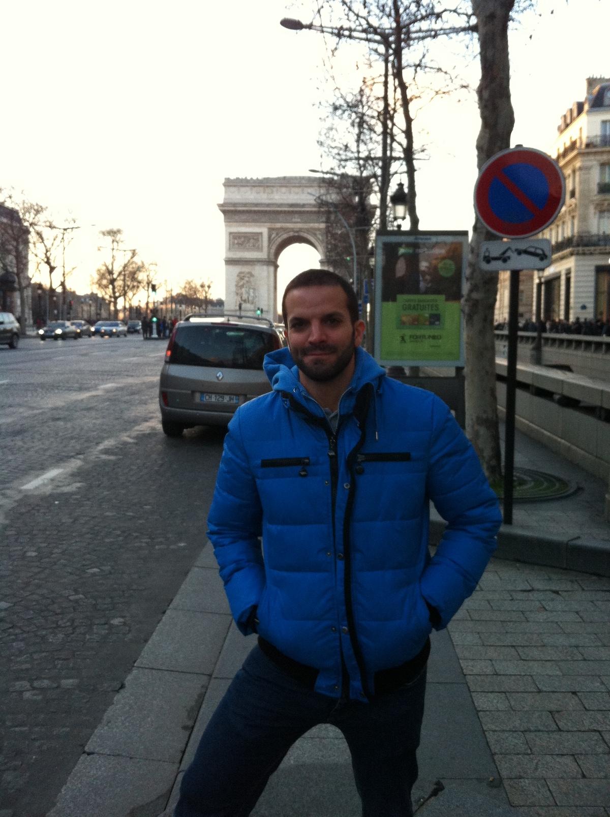 34 YO guy  Living in Barcelona  I speak English,