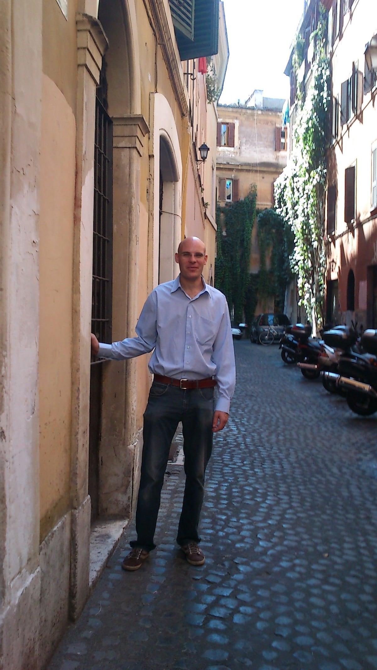 Ich bin Deutscher und lebe seit 7 Jahren in Rom.