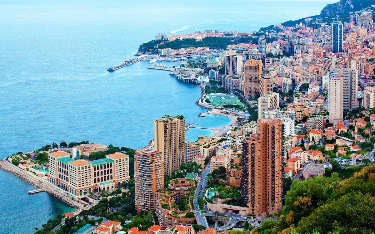 Hi,  I live in Monaco. I rent my flat fully furn