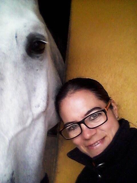 Persona amable, educada, amante de los caballos y