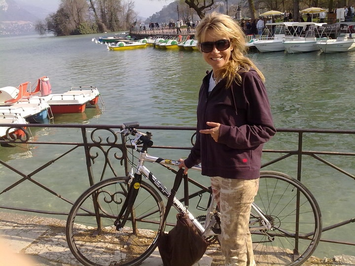 Hi, my name is Madée, I am french, I love biking,
