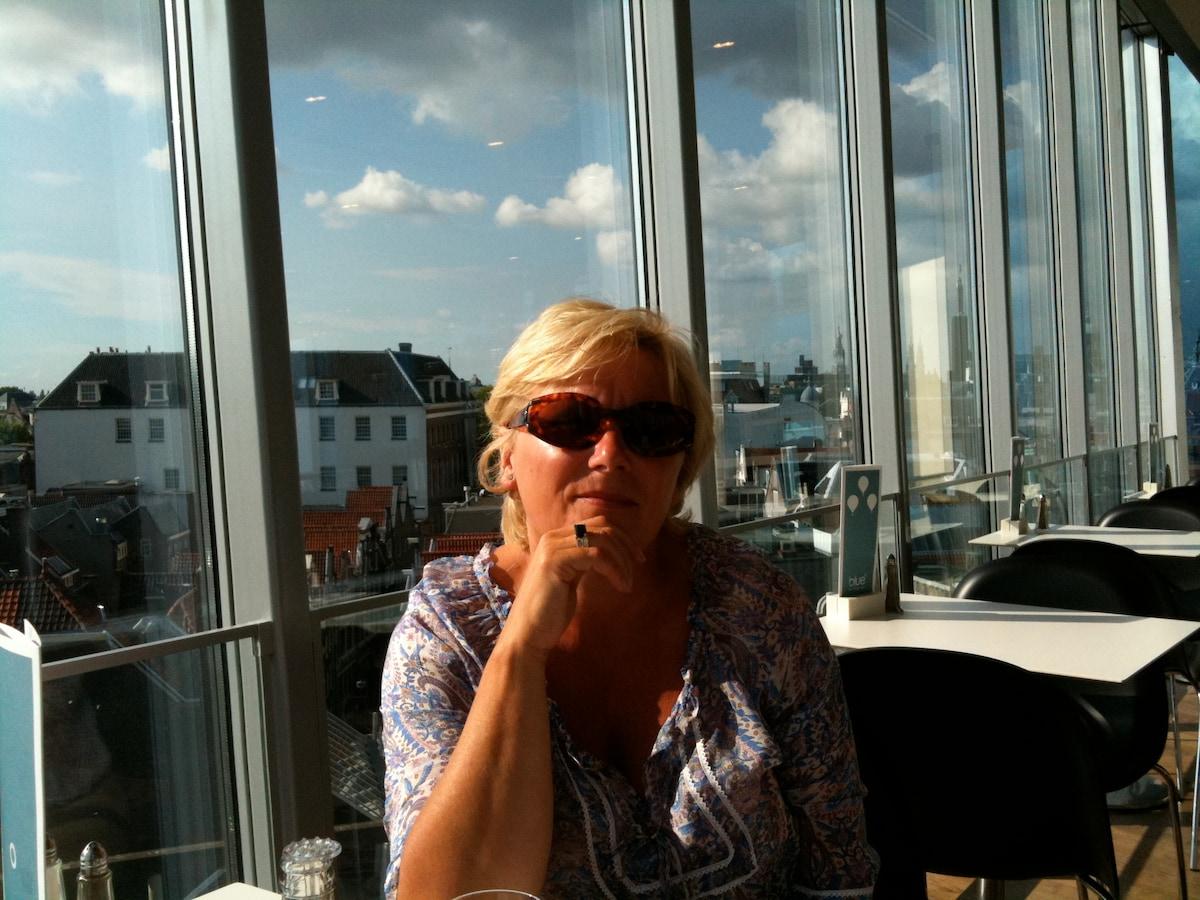 Liesbeth from Diemen
