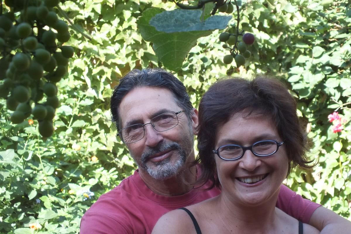 Io e mio marito viviamo e lavoriamo a Roma. Ho via