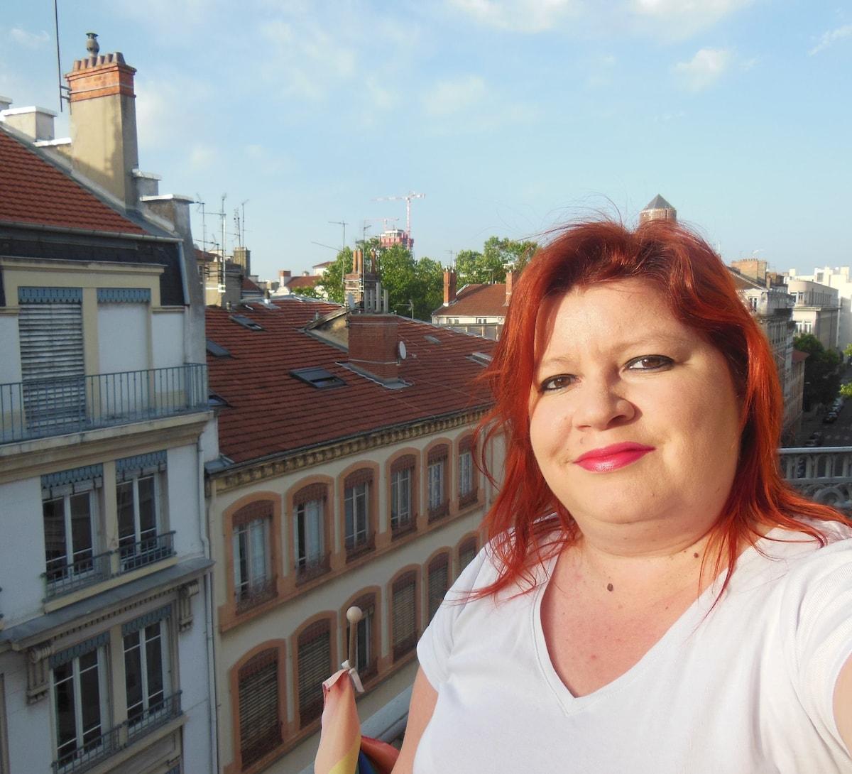 Amandine from Lyon