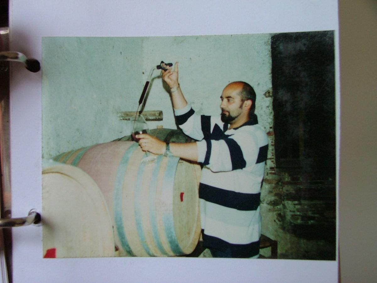 Fabrizio ha 50 anni , e vive a Villammare , che si