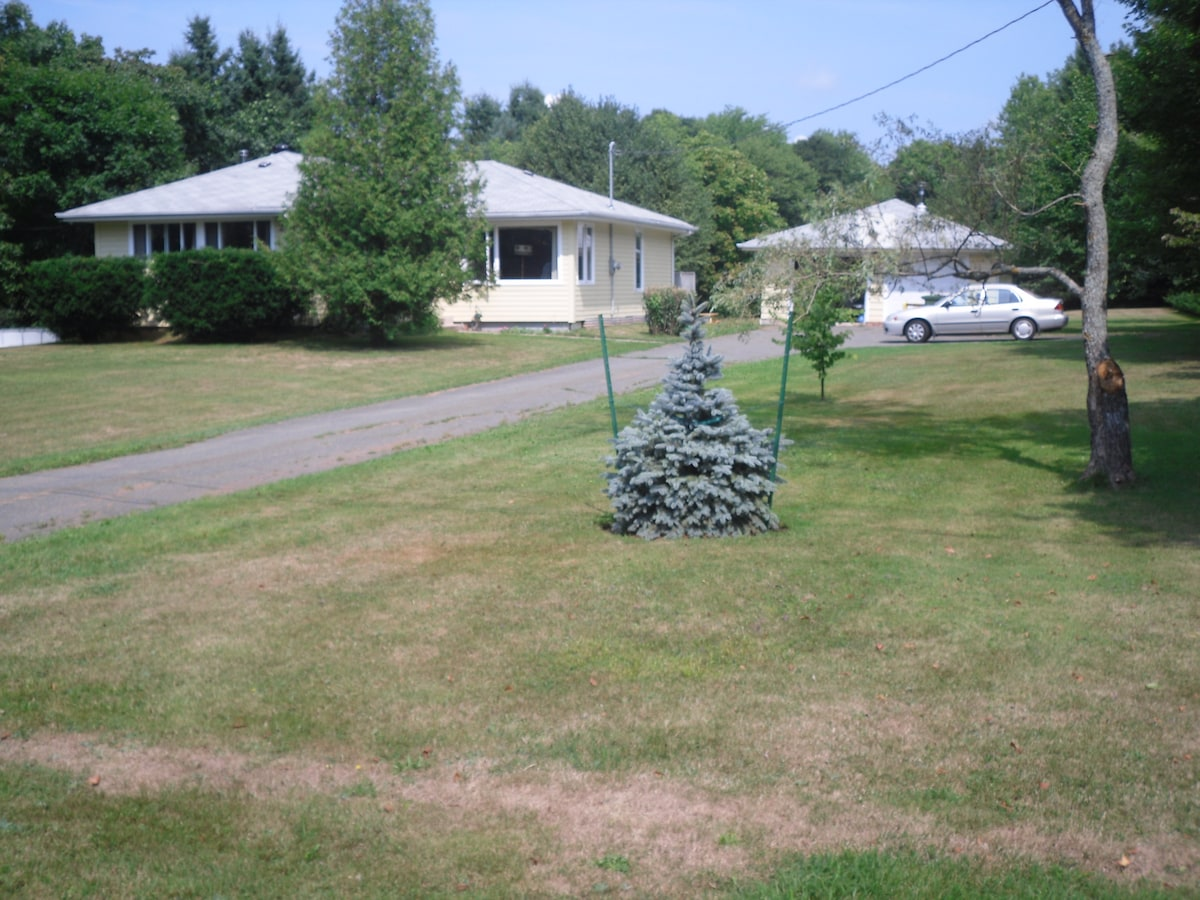 Front yard, and large, two acre back yard/garden with picnic table. WiFi.