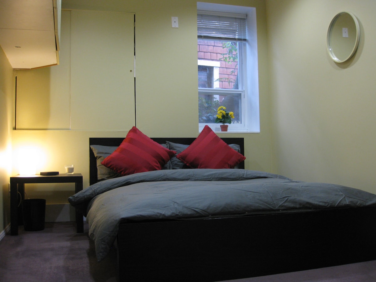 Airbnb private bedroom - get cozy in the peace and calmness of your very own private bedroom.