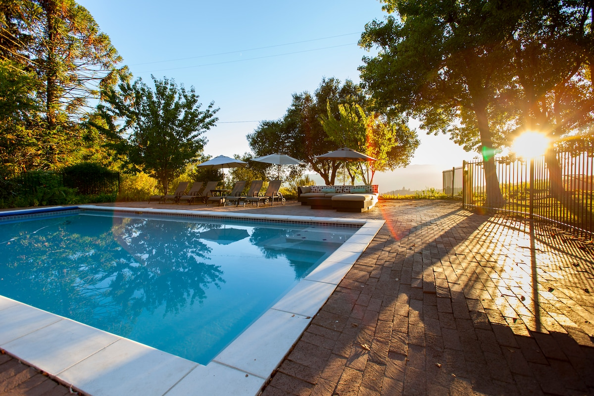 Swimming pool (unheated) available May - September
