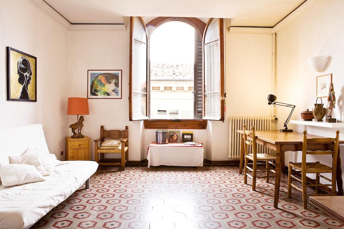 Classy & Central Florentine Home!
